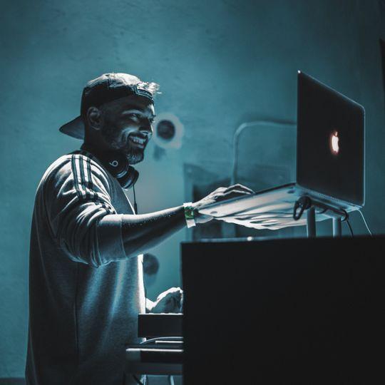 DJ MENT