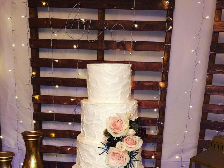 Tmx 44830513 2212552915660032 5362401913281183744 O 51 961583 Holden, MA wedding cake