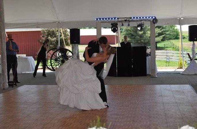 Tmx 1524116772 Acb8efb370460d1c 1524116771 E19de9de3bef6746 1524116763082 2 2 Dubuque wedding dj