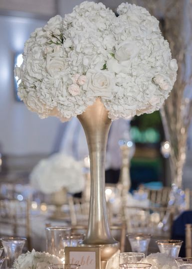 Table centerpiece | The Wedding Traveler