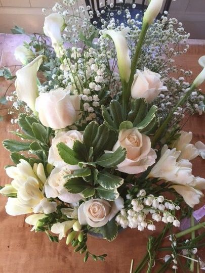 Beautiful Cascade bouquet with calla lilies and vendella roses