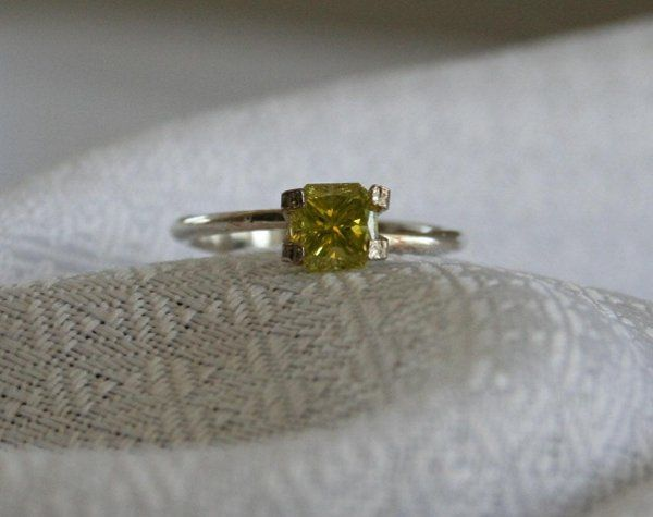 A yellow/Green Diamond in a basic setting.