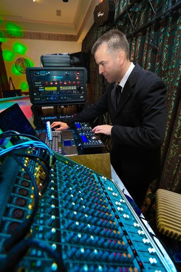 Dj mixing live..