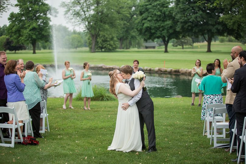 Kisses in view of the fountain