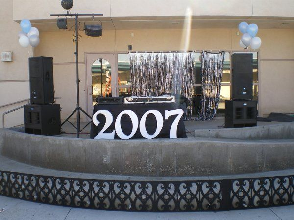 A simple outdoor setup for a party of 1,000!