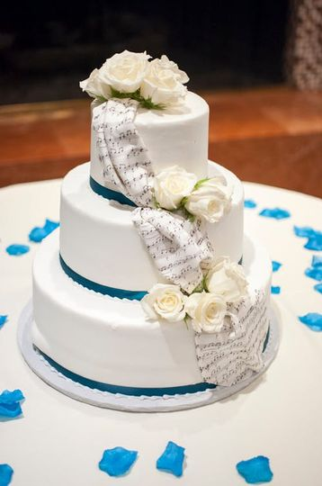 All vanilla wedding cake