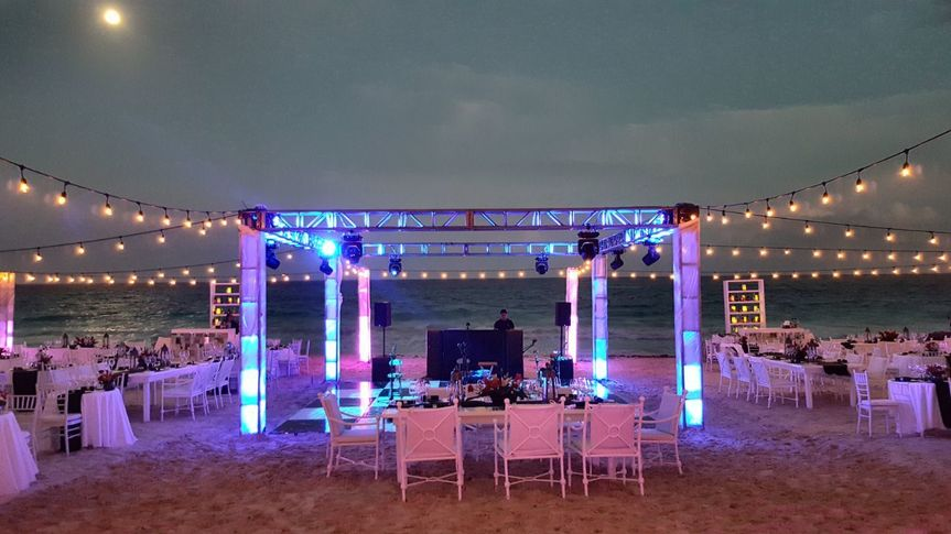 LIGHTED TRUSSES IN CUBE , BEACH SET UP