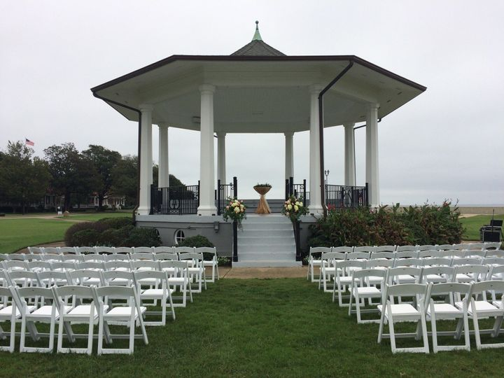 A beautiful wedding at the Bandstand