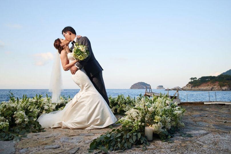 Oceanfront ceremony  at Villa Mandarinas