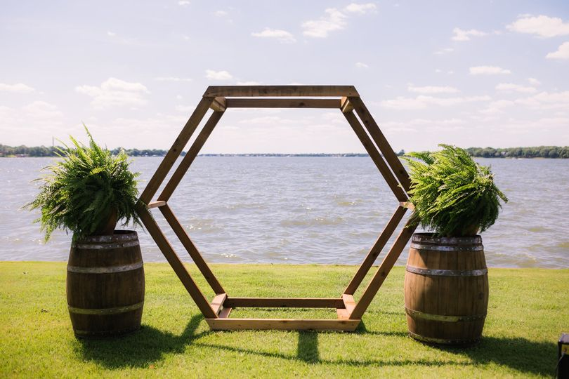 Simply lakeside ceremony