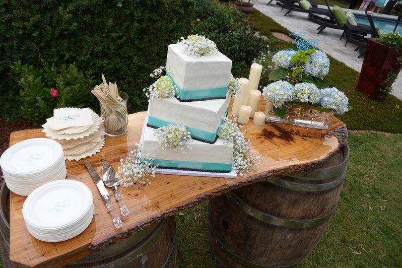 Rustic cake table setup