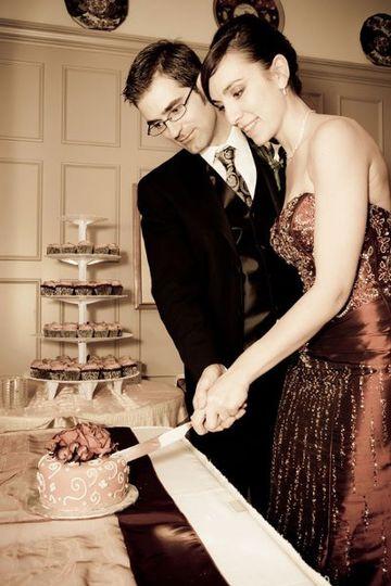 Wedding cake, cake cutting, cupcakes
