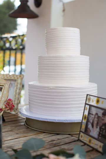 White nude cake