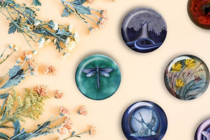 Customizable paperweights