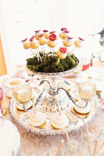 white gold wedding cake cake pops