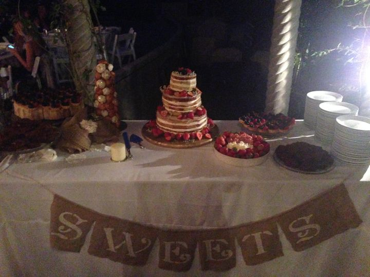 Tmx 1492754081971 Photo Jun 21 8 46 27 Pm Corona wedding cake