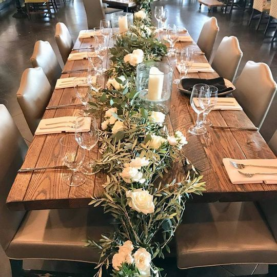 Reception table with garland