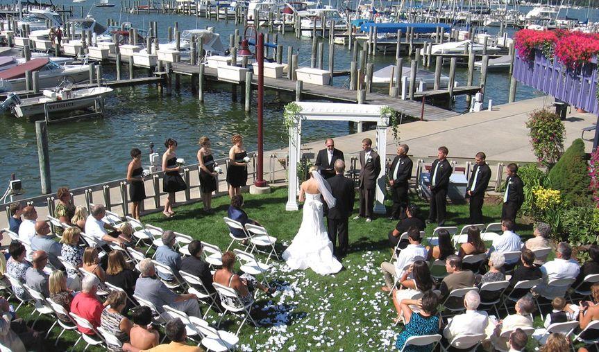 outdoor waterfront weddingb 51 1038093