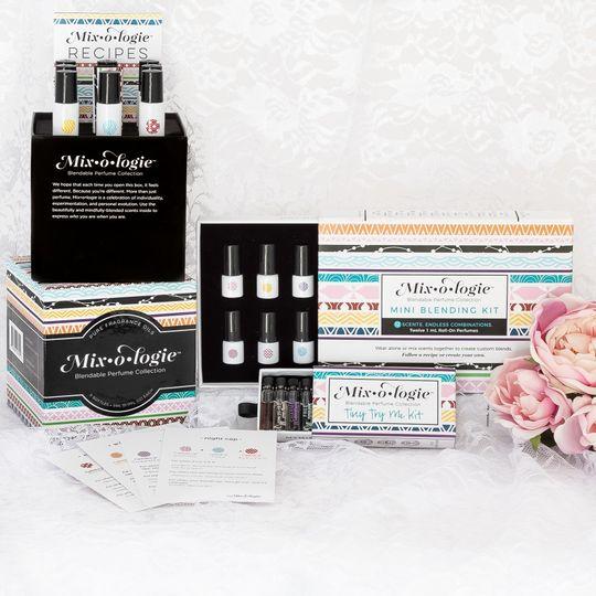 valentines day gift sets mixcase ttmk mixmbk roses styled 51 1972193 159127956842687