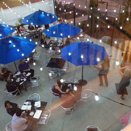 Topo's 403 patio