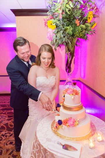 Couple with the wedding cake