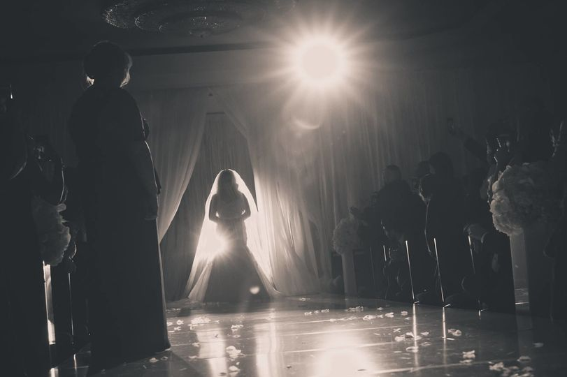 A silhouette to welcome the bride
