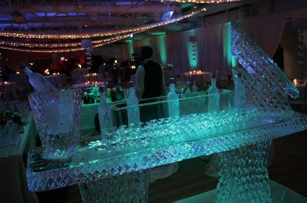 Ice sculpture table