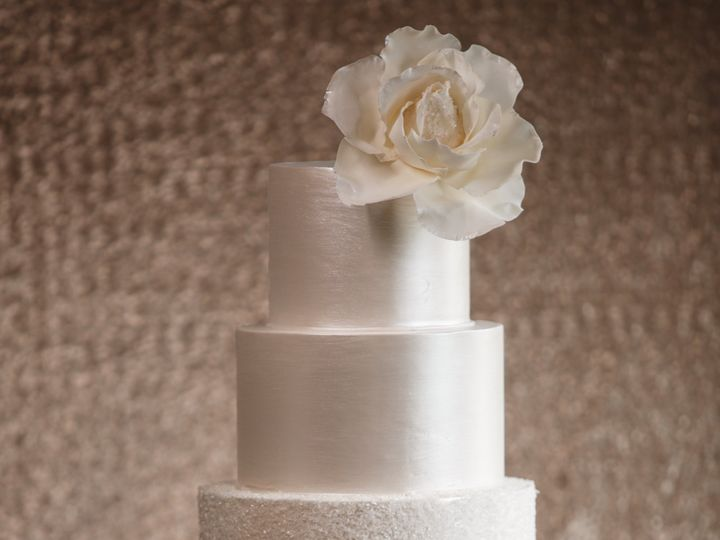Tmx Sugarrealm Weddingcakescincinnati Signaturecakescollection Crystals 51 404293 1562160638 Haverford, PA wedding cake