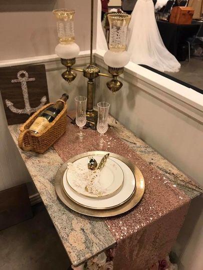 Classically elegant tableware & decor accents