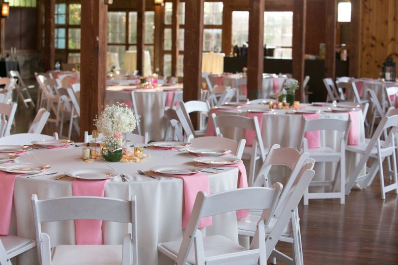 Chic pink table decor