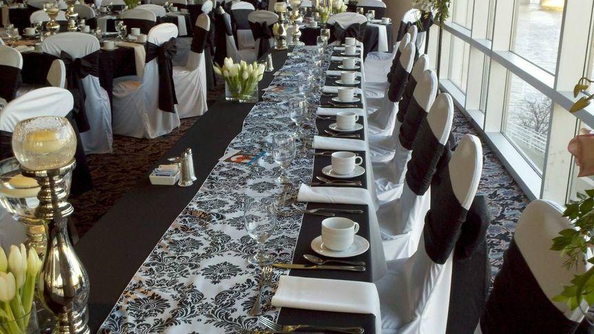 Demask tablecloth design