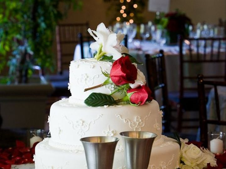 Tmx 1265072991672 1345harbandweddingperfectcirclephoto20090614 San Rafael, California wedding cake