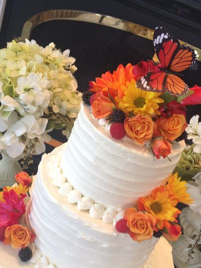 2-tier wedding cake with flowers