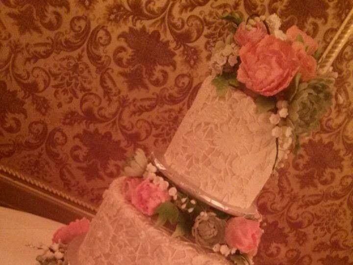 Tmx 1415126200681 9840997886076744831352759580582231919719n Reading wedding cake
