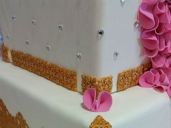 Tmx 1415126205599 15457838671309799641374805825351235412624n Reading wedding cake
