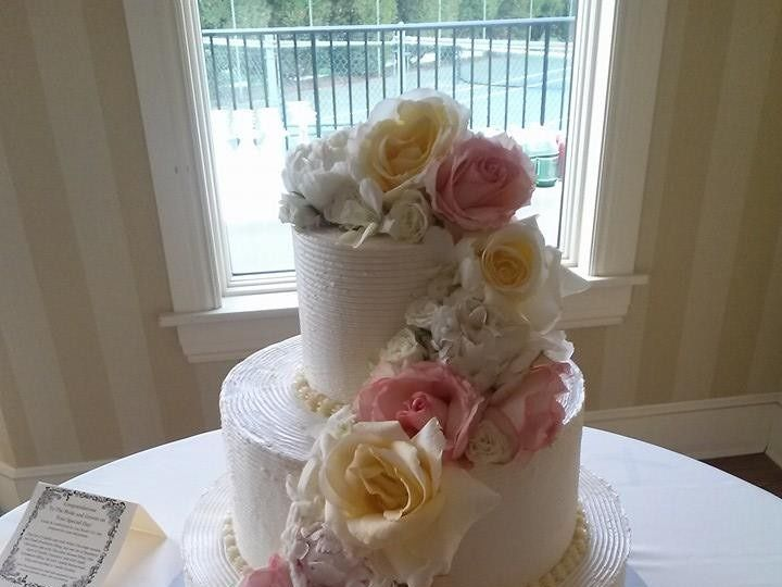 Tmx 1415126232020 104178267878943145544717750116656781963168n Reading wedding cake