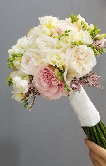 Garden rose round bouquet