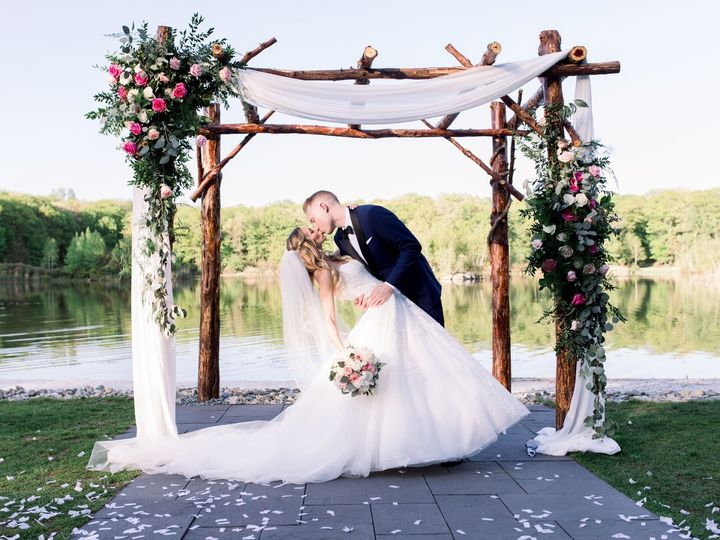 Tmx Kiss Outdoor Archway 1 51 668493 157904329987045 Sparta, New Jersey wedding venue