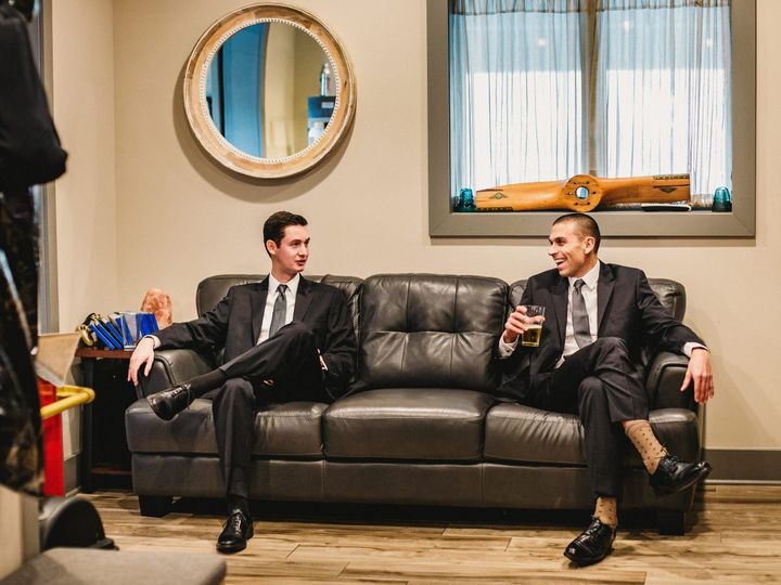 Tmx Lakeside Lounge Groomsmen Couch 51 668493 161012018697212 Sparta, NJ wedding venue