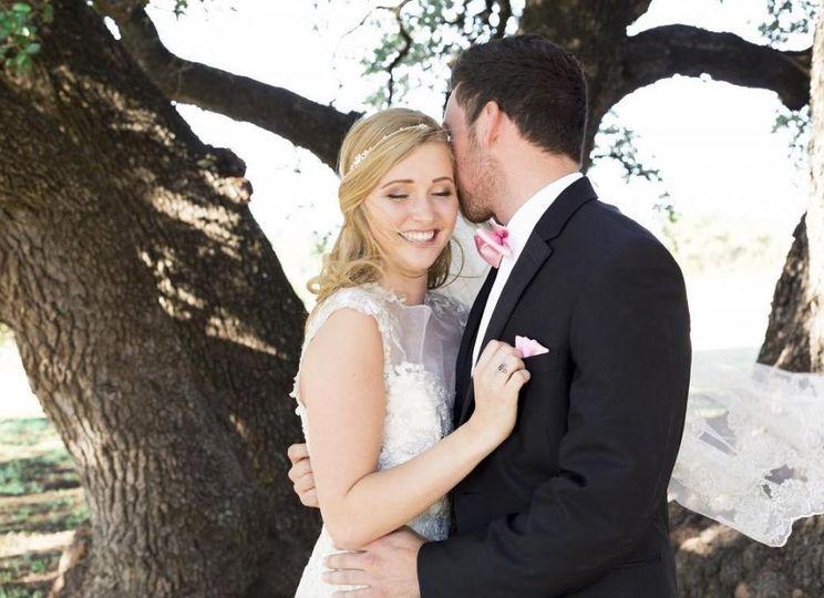 Sarah Kelly Photography | Live oak tree wedding couple portraits bride