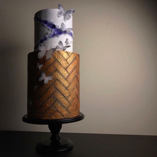 2-tier wedding cake with tiled tier and geode tier