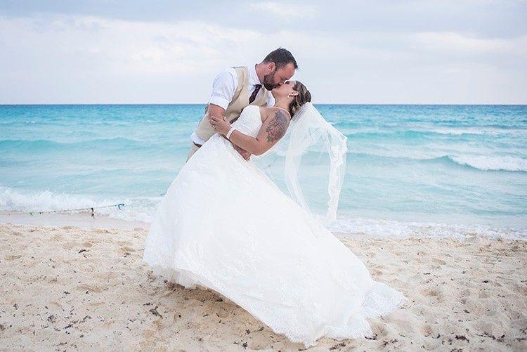 img email emily jordan wedding riu palace 5 51 764693 1556232647