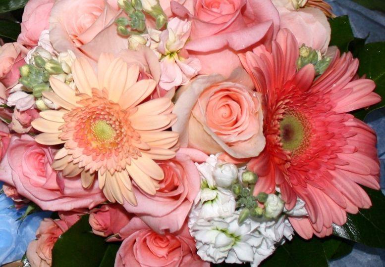 Maria lynn floral flowers columbus oh weddingwire maria lynn floral coral weddin izmirmasajfo