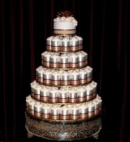 shelton 39 s wedding cake designs wedding cake sacramento ca weddingwire. Black Bedroom Furniture Sets. Home Design Ideas