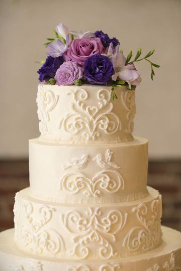 Intricate Royal Icing Design created to match Bride's Decor