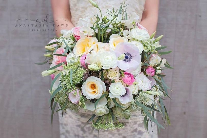 Leafy bouquet with white flowers
