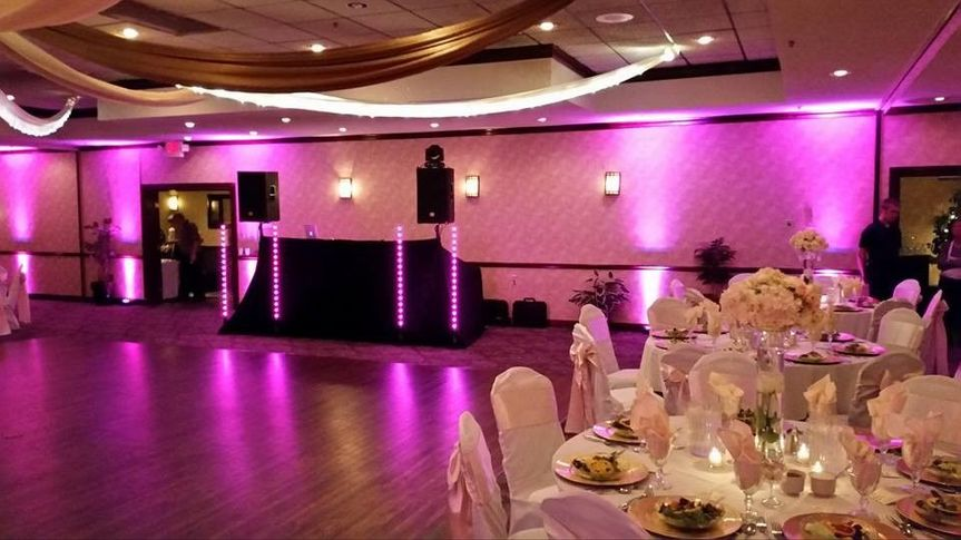 3ea0991199f0f03d 1467746511990 2016 wedding setup with uplights