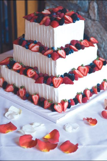 800x800 1376751761643 wedding cake with fresh fruit
