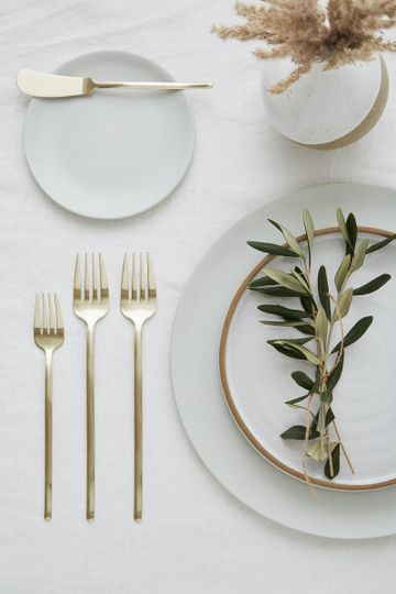 Clean, simple place setting