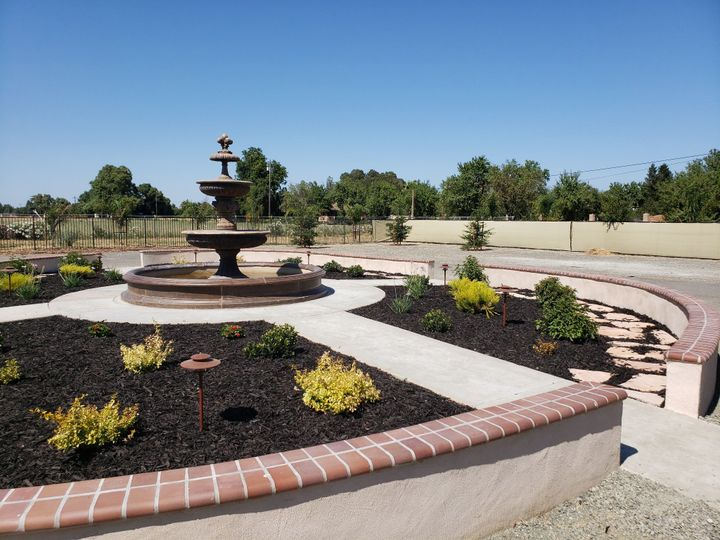 Expansive outdoor fountain day